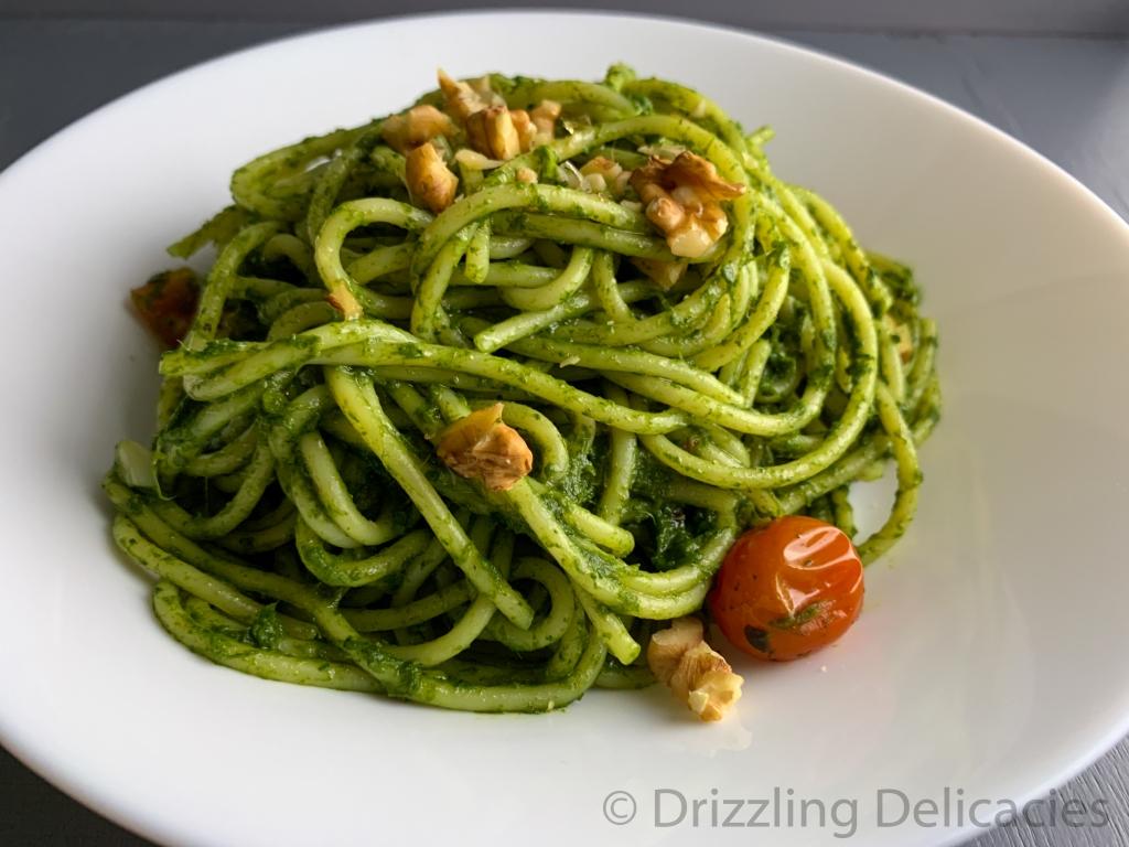 spaghetti in spinach sauce