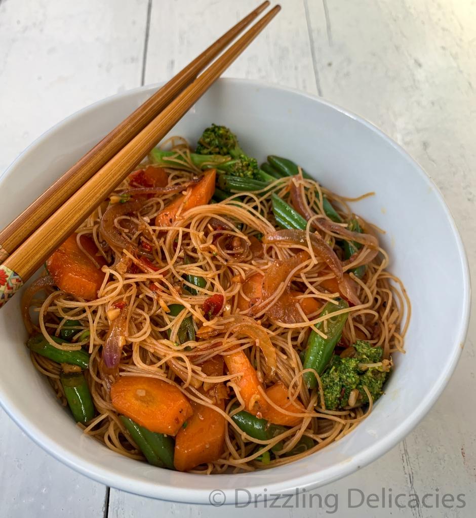 rice vermicelli with fresh veggies and chili bean sauce