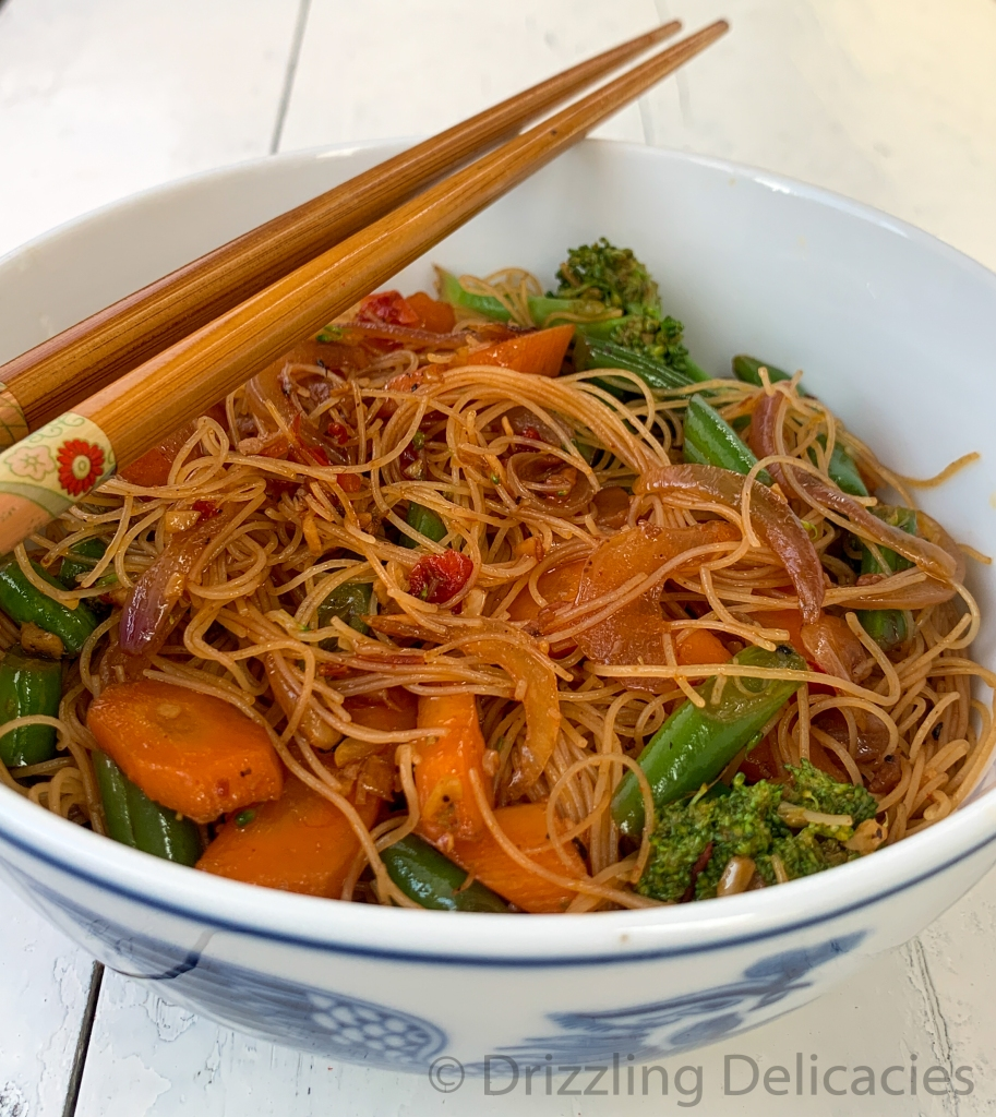 Rice Vermicelli with fresh vegetables and chili bean sauce