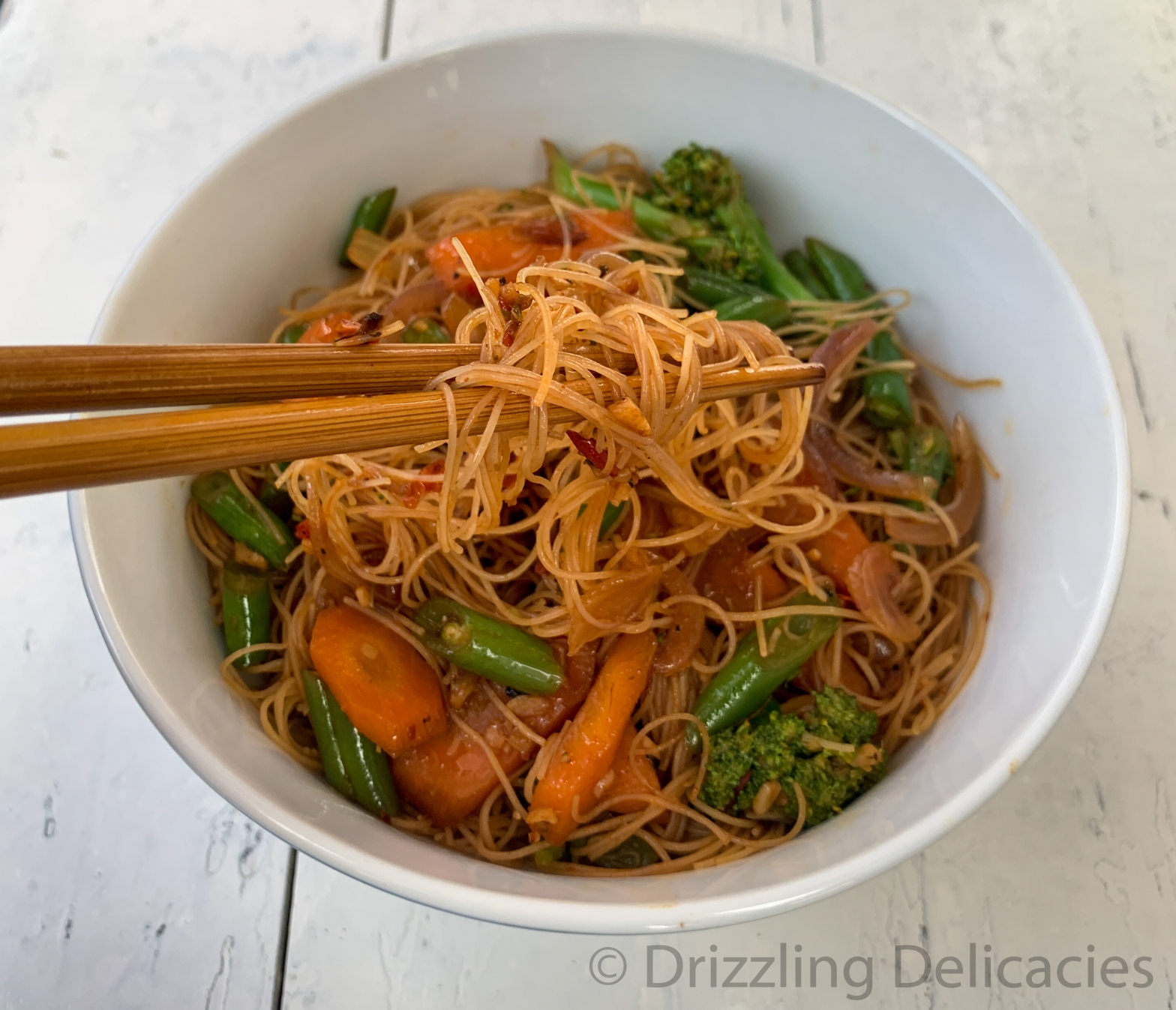 Rice Vermicelli tossed in fresh veggies and chili bean sauce
